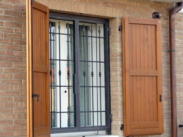 Inferriate in ferro battuto modena sassuolo preventivi prezzi grate cancelletti di sicurezza - Grate finestre ferro battuto prezzi ...